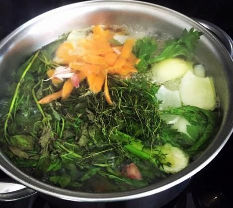 Verdadeiro Caldo de legumes natural - Caseiro, saudável, barato e delicioso