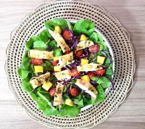 Salada com frango ao molho agridoce - Aprenda como fazer rapidinho essa refeição!